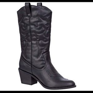 0671Women's Embroidered Modern Western Cowboy Boot